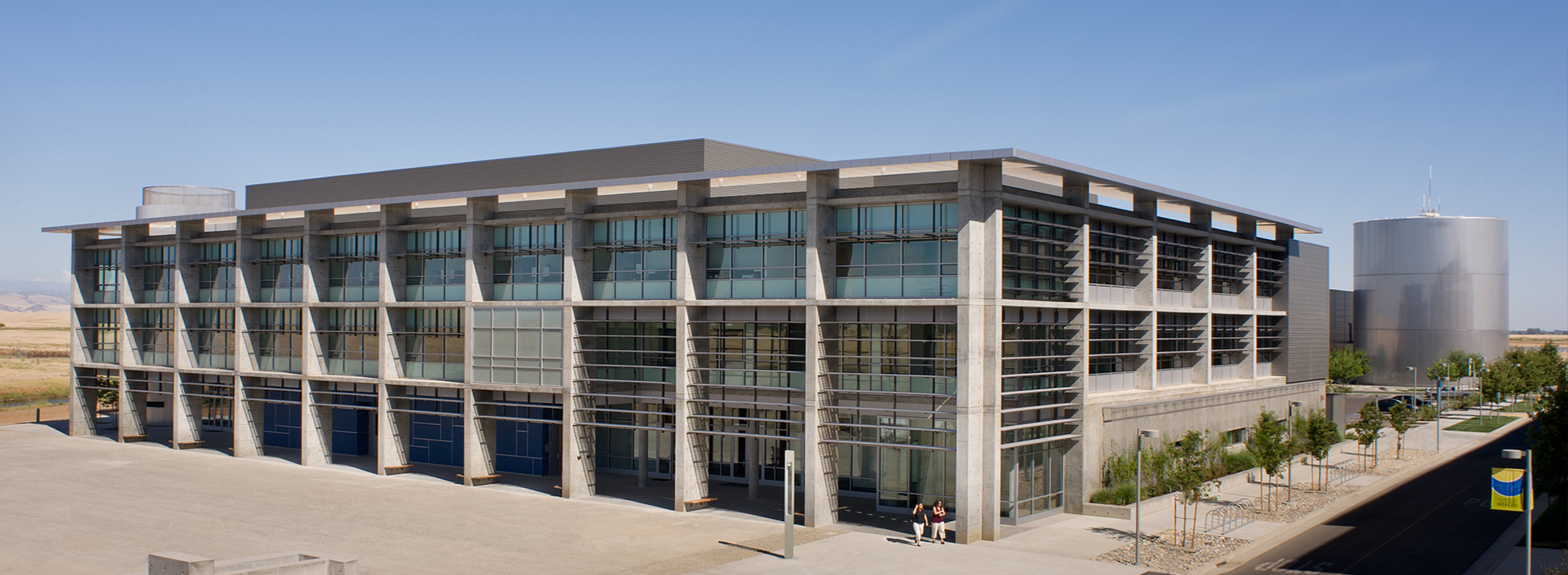 UC Merced Social Sciences and Management Building Exterior