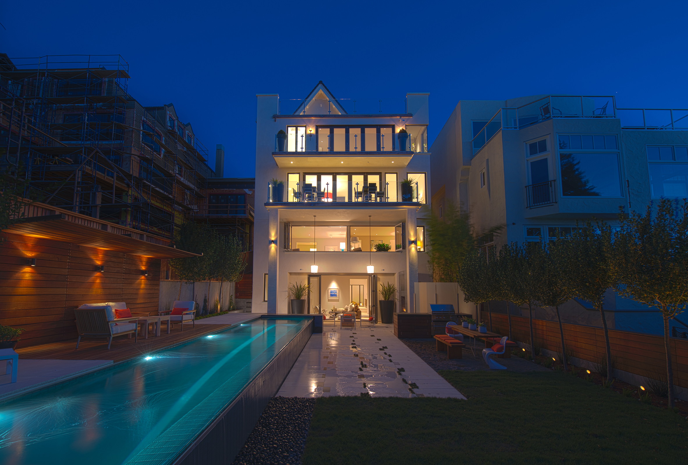 Vallejo Street Residence rear facade and garden at night