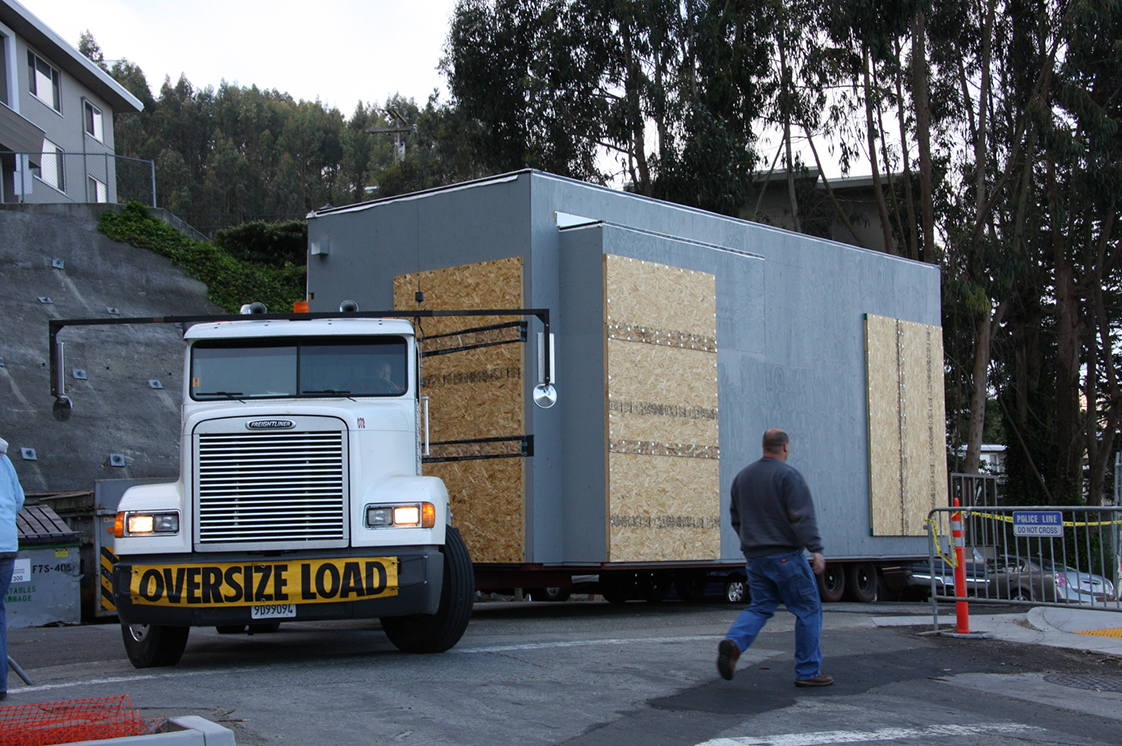 Truck Transports Modular, Prefabricated Units to UC San Franicisco Kirkham Child Development Center