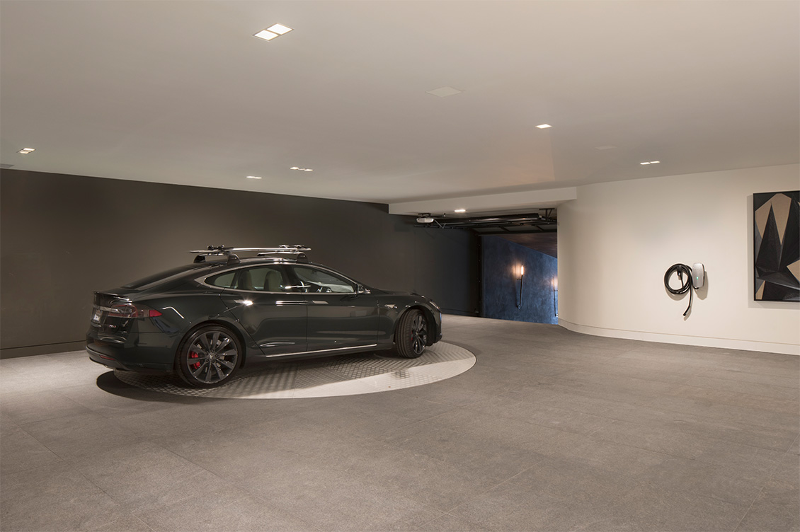 Residence 950 Underground Garage with Luxury Car