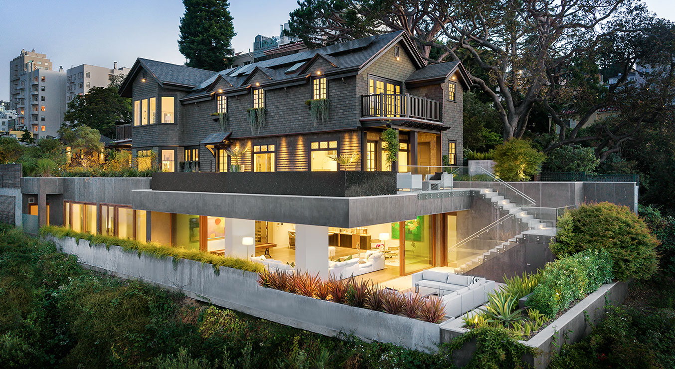 Residence 950 on San Francisco Hillside with Cantilevered Pool and Deck